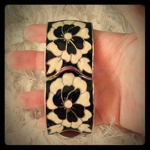 Jewelry - Black and cream bracelet.